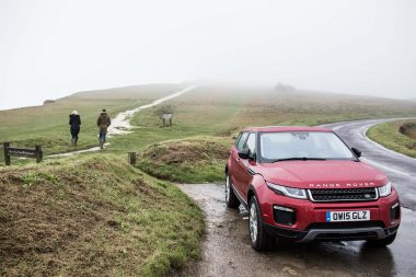 Lifestyle-photograph-couple-in-lanscape-with-Range-Rover