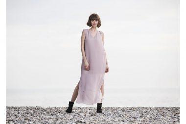Lifestyle-fashion-photograph-woman-on-beach