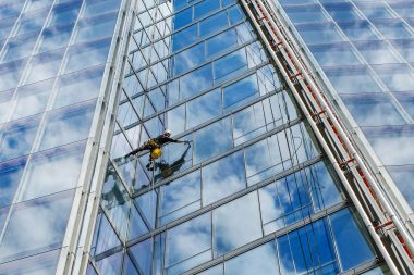 Photograph-of-man-cleaning-the-shard-building-in-London