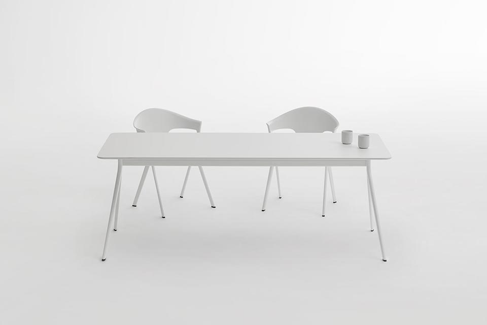 AXYL-white-table-and-chairs-in-still-life-product-photography-studio