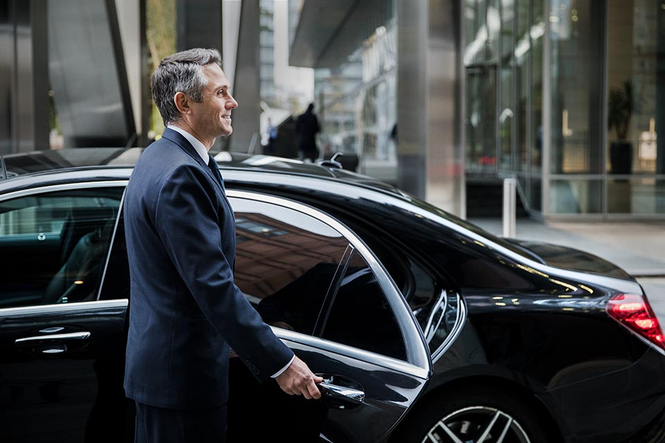 Driver-with-mercedes-for-Wheely-chauffeur-service-in-London