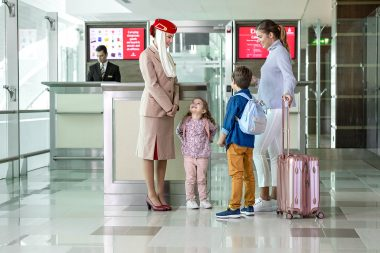 lifestyle-advertising-photograph-of-family-at-emirates-airline-dubai-airport
