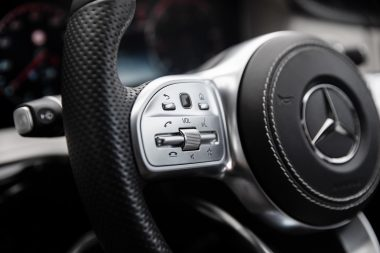 close-up-adevertising-photograph-of-mercedes-steering-wheel