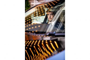 advertising-photographer-of-chauffeur-in-mercedes-benz-in-london