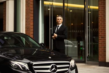 liefstyle-photograph-of-chauffeur-in-london