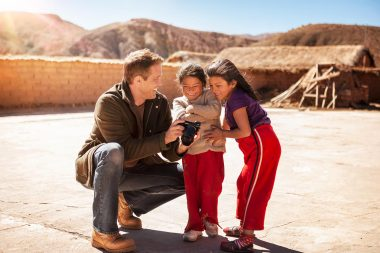 advertising-lifestyle-photograph-of-children-with-photographer-in-bolivia