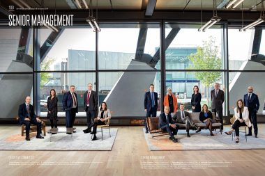 group-portrait-photograph-of-derwent-senior-management-london
