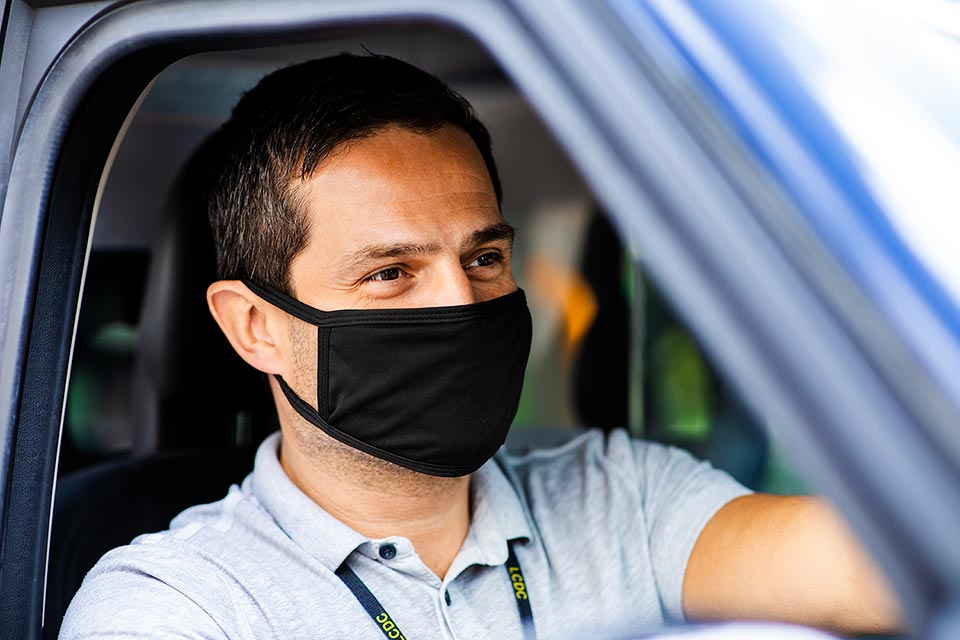 taxi-driver-with-ppe-mask-photographed-by-london-lifestyle-photographer-richard-boll